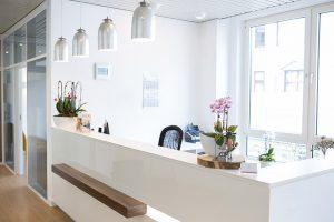 Ein freundlicher Empfang sind in unserer Zahnarztpraxis in Duisburg genauso wichtig wie eine optimale Behandlung.