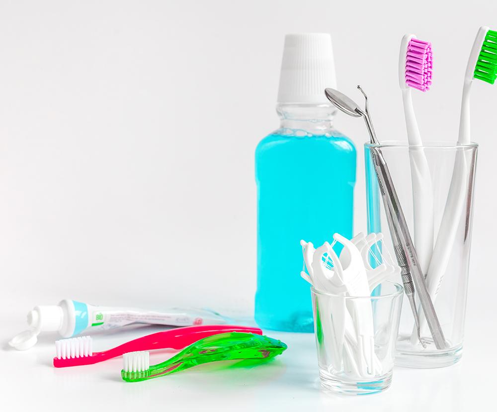 Eine prophylaktische Zahnreinigung in Form einer professionellen Zahnreinigung sollte regelmäßig durchgeführt werden.