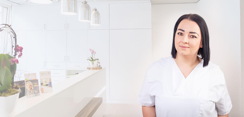 Die Zahnärztin Alexandra Zagwodzki kümmert sich um Ihre individuelle Zahnbehandlung.